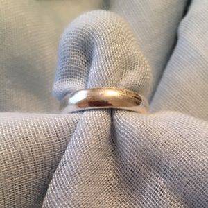 Sterling silver ladies wedding band. Size 5.5